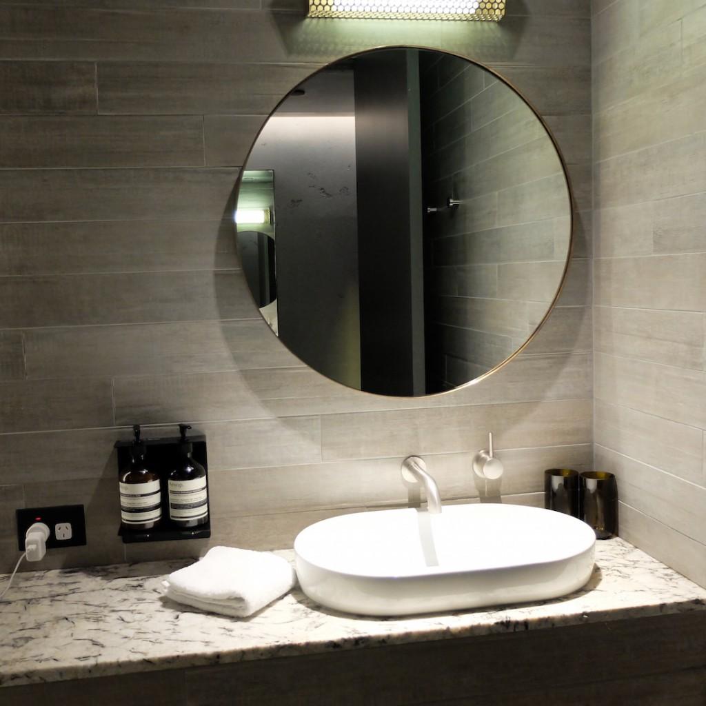 Canberra Hotel Hotel bathroom