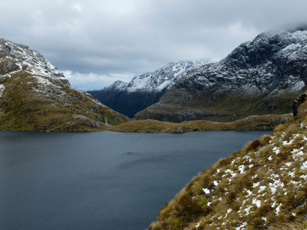new-zealand-routeburn-track-mountain-lake