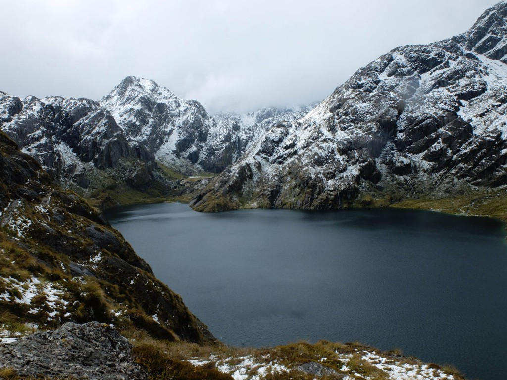new-zealand-routeburn-track-mountain-lake-4