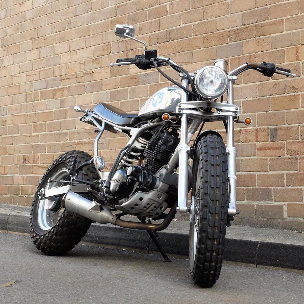 Deus TW200 motorcycle b