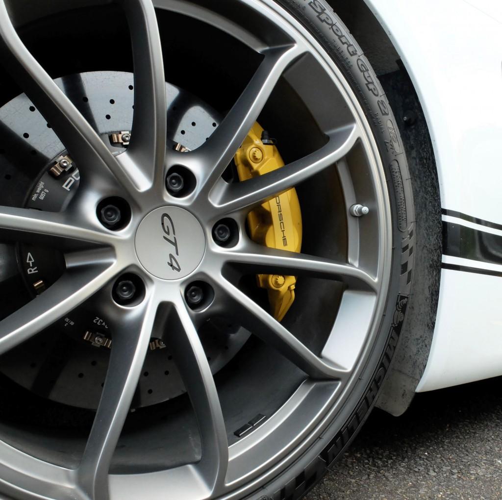 Autohaus Porsche 911 GT4 wheel
