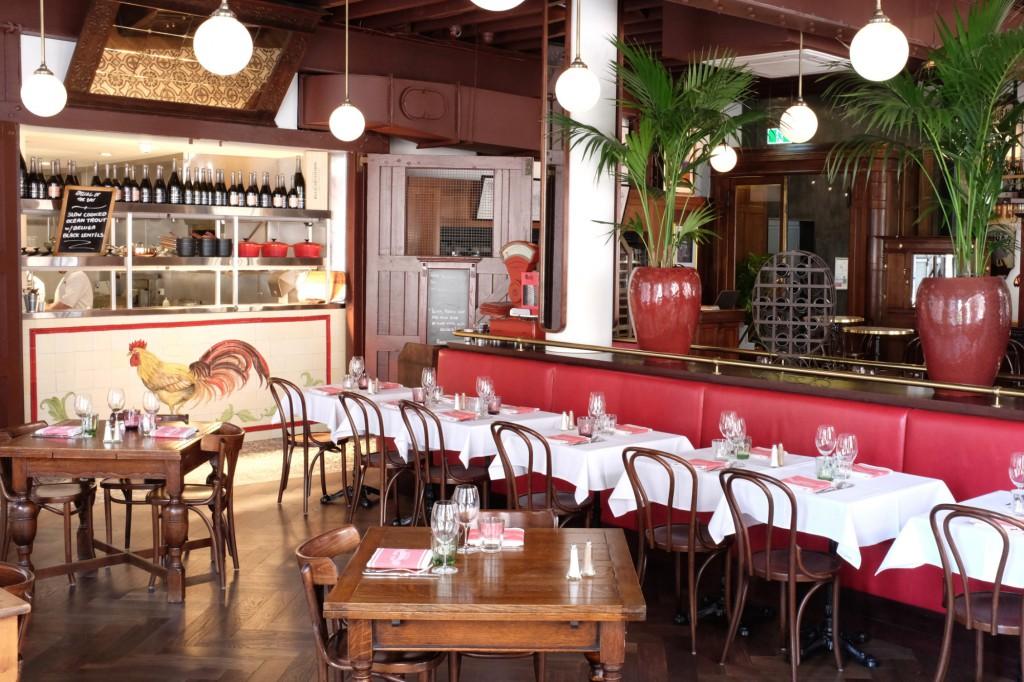 bistro-gavroche-red-banquette