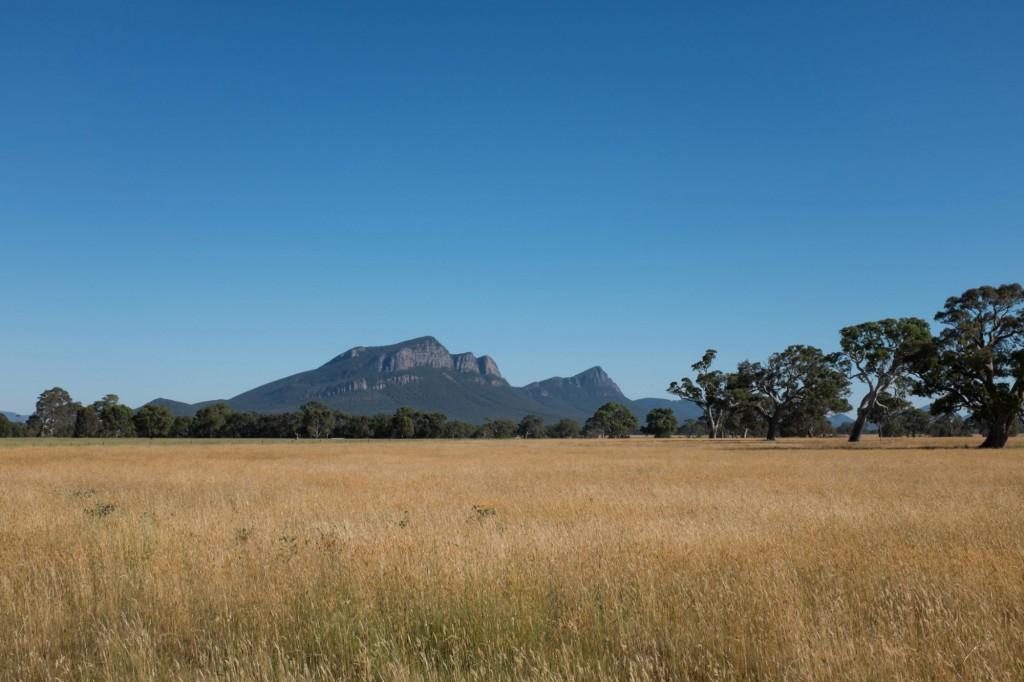rural-victoria-grampians-mountain-range