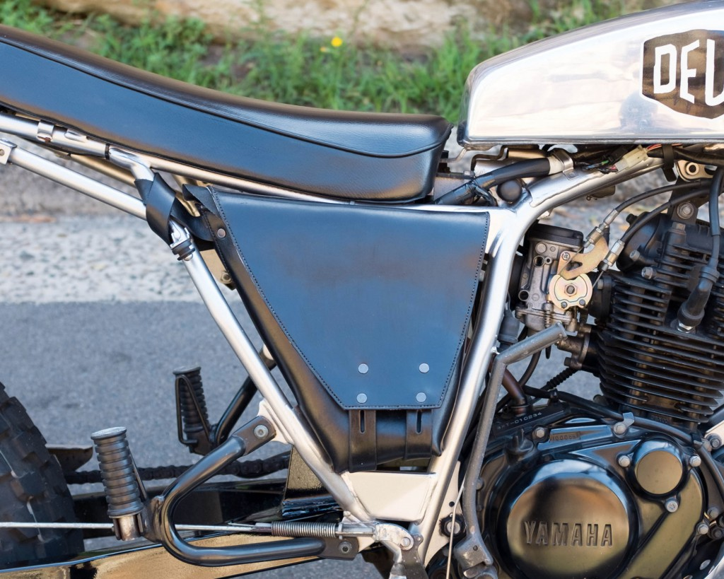 Deus custom saddlebag detail